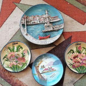 Τέσσερα παλια αναμνηστικά πόλεων ζωγραφιστά σε πιάτα