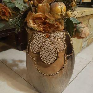 Βάζο με ψεύτικα λουλούδια