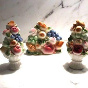 Σετ τριών τεμαχίων ιαπωνικής πορσελάνης χαρτοπετσετών θήκη και αλάτι πιπέρι .Σχέδιο vintage με φρούτα