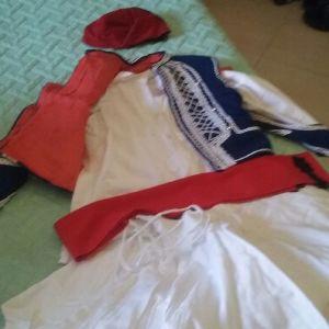 Παραδοσιακή στολή τσολια παιδική+ δερμάτινα τσαρούχια.