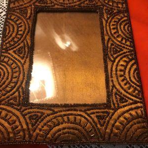 Vintage Χειροποίητη υφασμάτινη σουέτ κεντητή κορνίζα επενδυμένη και από τις 2 πλευρές...Αμεταχείριστη!