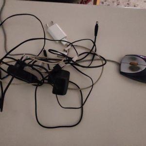 Ποντίκι υπολογιστή και καλώδια