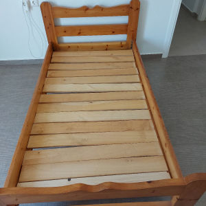 Κρεβάτι ημιδιπλο από μασίφ σκανδιναβικο πεύκο
