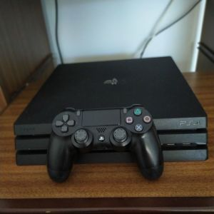 PS4 PRO+GAMES