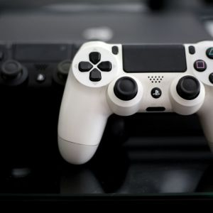 PS4 PRO 1 TB + Αυθεντικό Sony Vr Headset +κάμερα