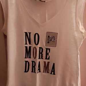 λευκό μπλουζακι με τύπωμα