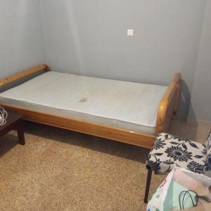 Κρεβάτι ξύλινο με στρώμα  70 €