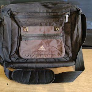 Τσάντα Ταχυδρόμου Adidas σε  μαύρη απόχρωση