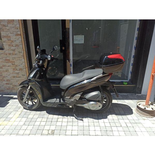 polite scooter Kymko GTI 300 I  1/2011 38050 chiliometra se aristi katastasi me kenourgia mpataria 1/6/21 ke kteo 23/5/2023 dektos kathe elegchos nikos