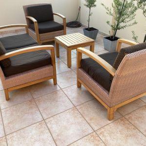 Σαλόνι κήπου σετ 4 καθισμάτων - τραπέζι εξωτερικού χώρου σε άριστη κατάσταση από μασίφ ξύλο.