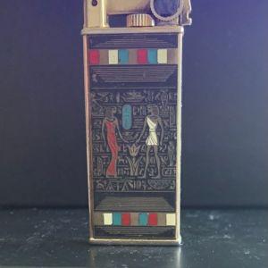 Επίχρυσος αναπτήρας με Αιγυπτιακές παραστάσεις