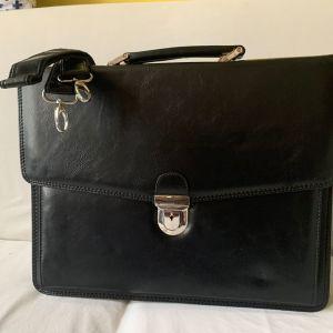 Μαύρη επαγγελματική τσάντα - Χαρτοφύλακας