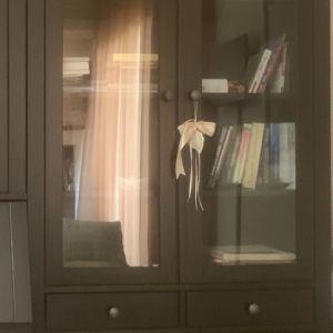 Ντουλάπι - βιτρίνα ΙΚΕΑ HEMNES, καφέ σκούρο, 3 συρτάρια & γυάλινη πορτα
