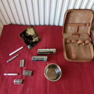 Σετ ξυριστικών Gillette, σε τσαντάκι, τέλη δεκαετίας'60. Διαστάσεις 17χ16 εκατοστά