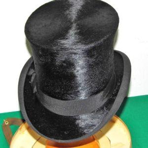 Αυθεντικό σπάνιο βελούδινο καπέλο όπερας – κύλινδρος του 1910, στο κουτί του