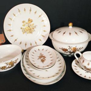 Σουπιέρα, πιατέλες, πιάτα σερβιρίσματος και σκεύος για σως(διαστάσεις στην περιγραφή)