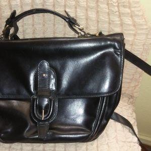 Δερμάτινη μαύρη τσάντα ώμου και χειρός