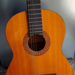 πωλείται κλασσική κιθαρα χειροποίητη ιαπωνικη takamine