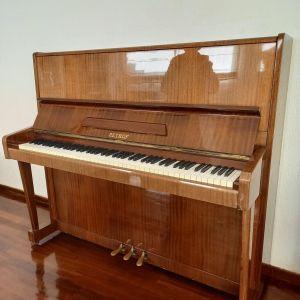 Μεταχειρισμένο πιάνο της εταιρείας Petrof.