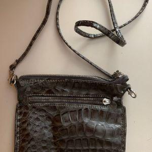 Sisley χιαστή τσάντα