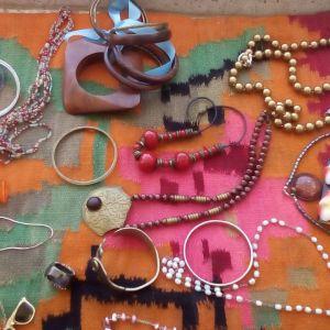 Κοσμήματα Φο μπιζου πωλούνται όλα μαζί