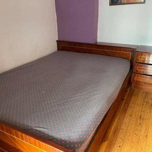 Κρεβάτι διπλό με στρώμα και κομοδίνο