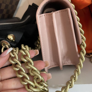 Pinko ροζ nude τσαντάκι με χρυσή αλυσίδα
