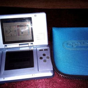 Nintendo DS μπλε με θήκη.