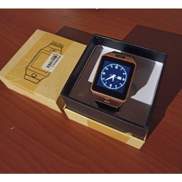 Smartwatch  me ipodochi SIM kenourgio sto kouti tou