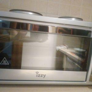 Πωλείται φούρνος izzy αγορασμενος πριν εναν μηνα και εχει χρησιμοποιηθεί ελάχιστες φορές