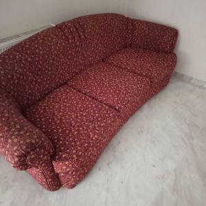 Πωλούνται καναπέδες και τραπεζάκι σαλονιού
