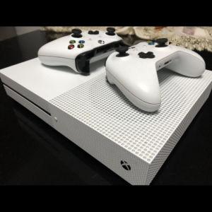 Xbox One S 1TB +2 Χειριστήρια