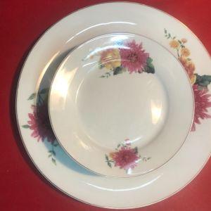Σερβίτσιο πάστας 7 τμχ πορσελάνης με floral σχέδια αποτελούμενο από Πιατέλα και 6 πιάτα ...Αμεταχείριστα σε καπελίερα!