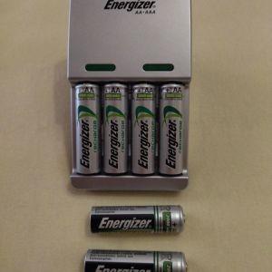 Φορτιστής Energizer επαναφορτιζόμενων μπαταριών ΑΑ και ΑΑΑ