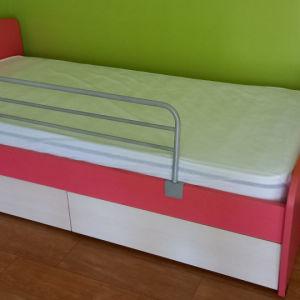 Παιδικό κρεβάτι 3ετίας με συρτάρια αποθήκευσης και προστατευτικό κάγκελο χωρίς στρώμα..