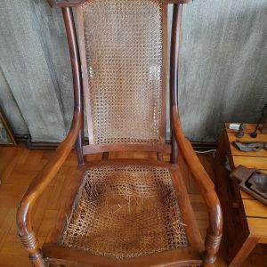 Κουνιστή ξύλινη καρέκλα vintage