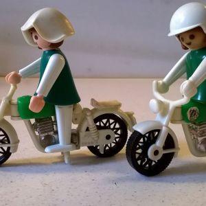 Playmobil (8 αστυνομικοί και 2 μοτοσυκλέτες)