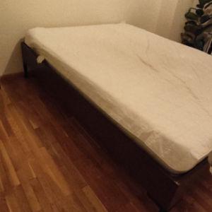 Κρεβάτι ΙΚΕΑ με στρώμα Elite Strom και κάλυμμα