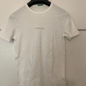 Benetton λευκή μπλούζα medium