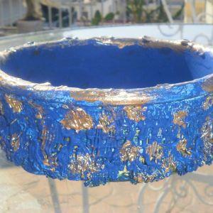 4 μπολ για διάφορες χρήσεις από πορσελάνη σε μπλε και χρυσό χρώμα, πανέμορφα κομμάτια. Και δώρο 12 διακοσμητικές πέτρες σε μπλε χρώμα.