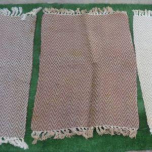 Δυο πατάκια -κουρελού, από 100 % βαμβάκι, διαστάσεων 0,60χ0,90 σε πανέμορφα χρώματα.