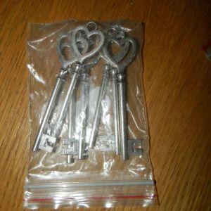 ολοκαινουργιο σακουλακι με 7 κλειδια για κατασκευες