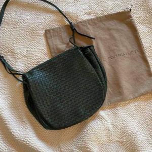 επώνυμη δερμάτινη τσάντα