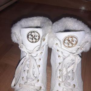 παπούτσια guess λευκά
