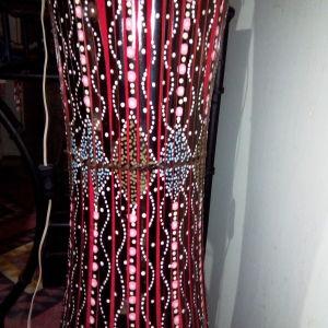Έθνικ, χειροποίητο, κόκκινο φωτιστικό δαπέδου, διακοσμημένο με χάντρες