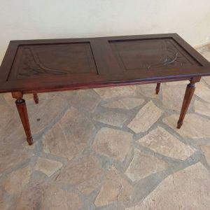 Τραπέζι σαλονιού vintage με σκάλισμα