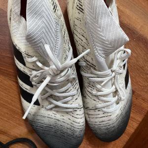 ποδοσφαιρικά παπούτσια