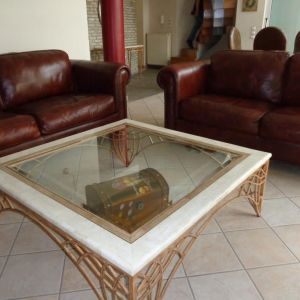 Πωλείται coffee table από οστρακόπετρα (διαστάσεων Μ.1,20 x Π.1,20 x Υ.0,45)