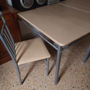 2 τραπέζια και 6 καρέκλες