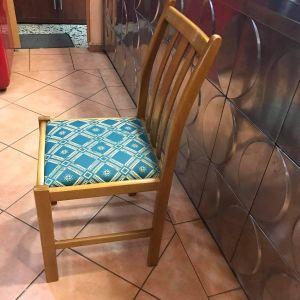Πωλούνται καρέκλες εστιατορίου και ταβέρνες σχεδόν καινούργιες!